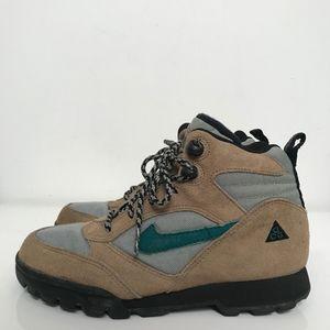 Nike 1995 ACG Hiking Boots